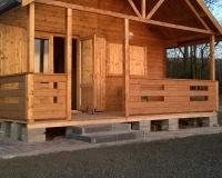 nowy domek z bala nad jeziorem